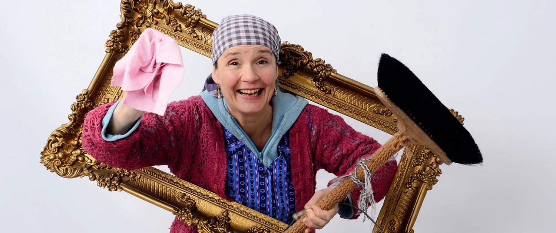 Erna im Rahmen und Besen - ERNA SPEZIAL – Kabarettistischer Begleitservice Esslingen