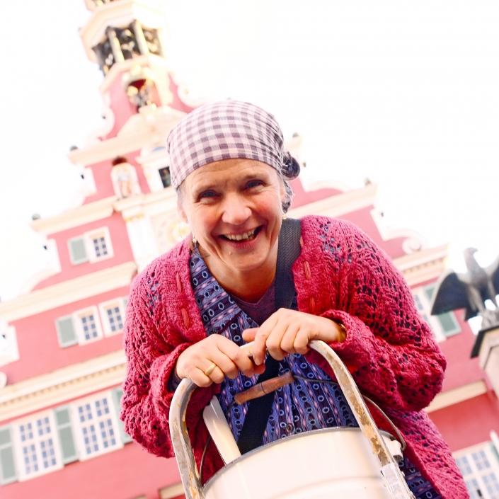 ERNA SPEZIAL – Kabarettistischer Begleitservice Esslingen