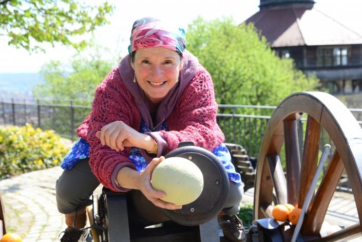 Erna mit Mahl - Erna auf der Kanone in Esslingen